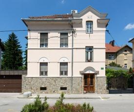 Mansarda Roof Center Apartment